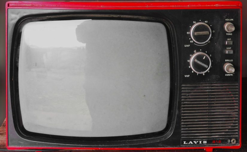 Rodzinny relaks przed tv, czy też niedzielne filmowe popołudnie, umila nam czas wolny ,a także pozwala się zrelaksować.